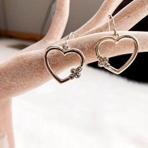 Jewelry - 🎈SALE🎈 Silver Colored Heart Dangle Earrings NWOT